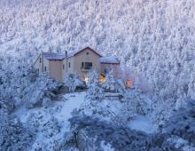 MOUNTAIN REFUGES ON PARNITHA